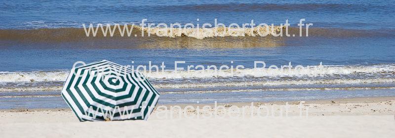 nord et pas de calais images diverses de la cote d 39 opale bord de mer parasol sur la plage 105 21474. Black Bedroom Furniture Sets. Home Design Ideas